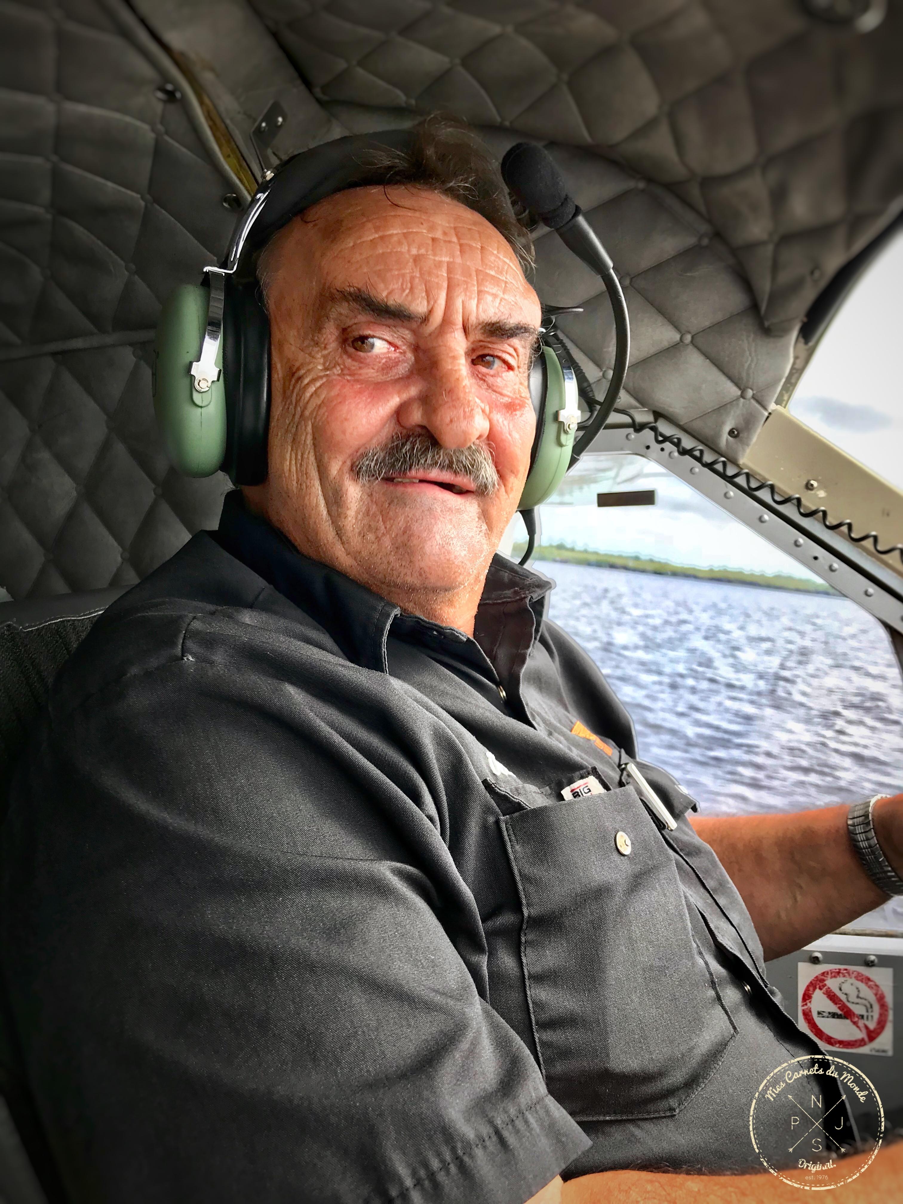 Pilote d'hydravion vers le Lac Victor